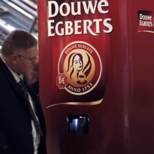 La vending machine che regala caffè agli assonnati (Video)