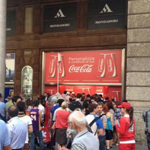 Coca-Cola personalizzata. Guarda cosa succede a Milano
