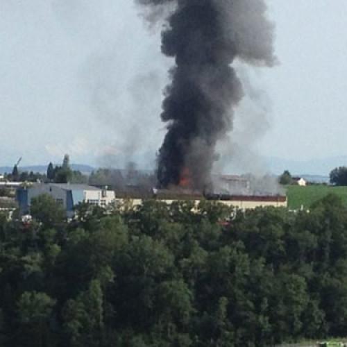 Vasto incendio in una torrefazione svizzera