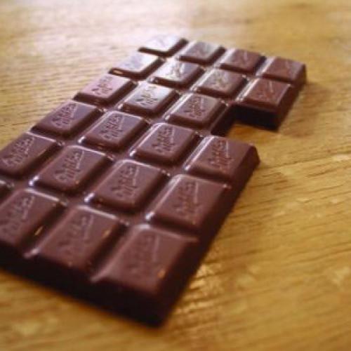 """Milka e la tavoletta di cioccolato """"difettosa"""" (Video)"""