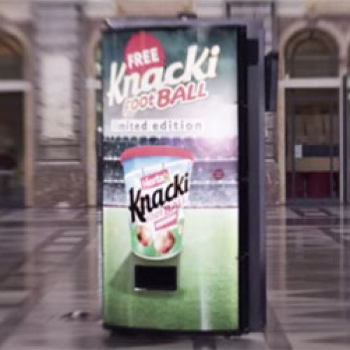 Un campo di calcio nella vending machine (Video)