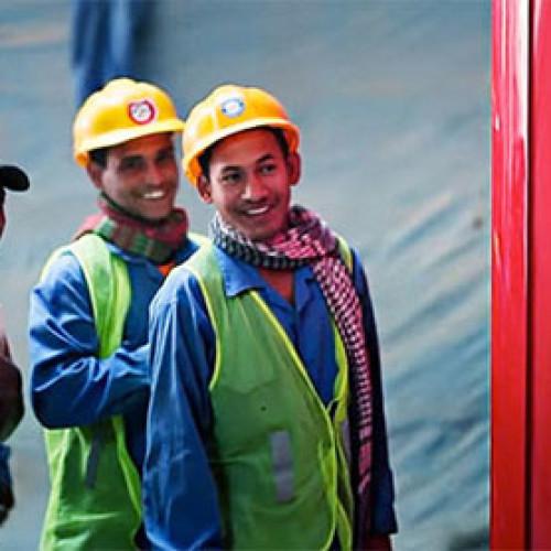 Dubai. La cabina telefonica Coca-Cola per gli immigrati (Video)