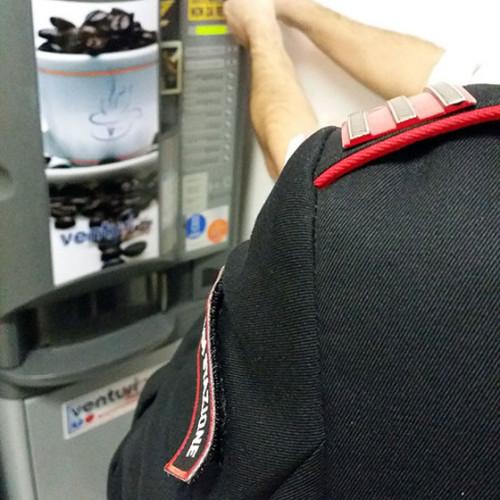 Un jammer slot per svuotare i distributori