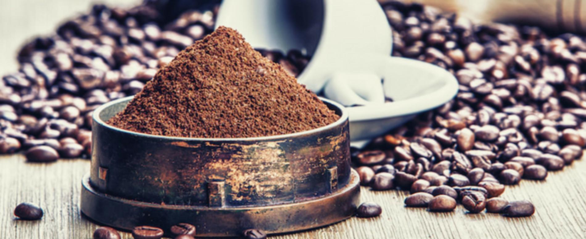 Depurare l'acqua con i fondi del caffè
