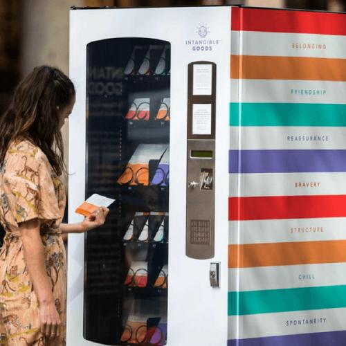 Chi l'ha detto che il distributore automatico eroga solo beni materiali?
