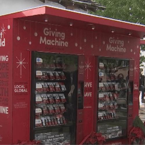 Beneficenza e vending: a Natale si può donare a chi ha bisogno grazie ai d.a.